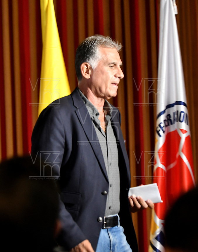 BOGOTÁ-COLOMBIA, 27-08-2019: Carlos Querioz, Director Técnico de La Selección Colombia de Fútbol, durante rueda de prensa en la Sede Deportiva de la Federación Colombiana de Fútbol en Bogotá, en la que entrega la lista de los jugadores convocados para la próxima fecha FIFA en septiembre, partidos que tendrá como rivales a las selecciones de Brasil y Venezuela. / Carlos Querioz, Technical Director of the Colombia National Soccer Team, during a press conference at the Sports Headquarters of the Colombian Football Federation in Bogotá, where he delivers the list of players called for the next FIFA date in September, matches he will have as rivals to the teams of Brazil and Venezuela. / Photos: VizzorImage / Luis Ramírez / Staff.