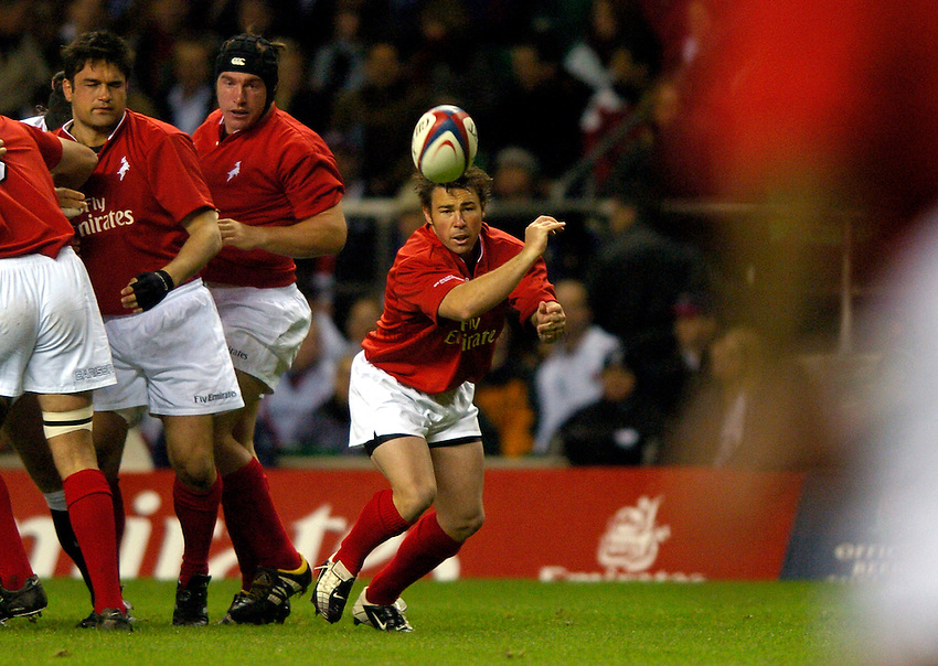 Photo: Richard Lane..England XV v New Zealand Barbarians. Zurich World Champions Challenge. 20/12/2003..Danny Lee gets the ball away.