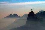 Aerea do Cristo Redentor e nevoeiro. Rio de Janeiro. 2011. Foto de Alexandro Auler.