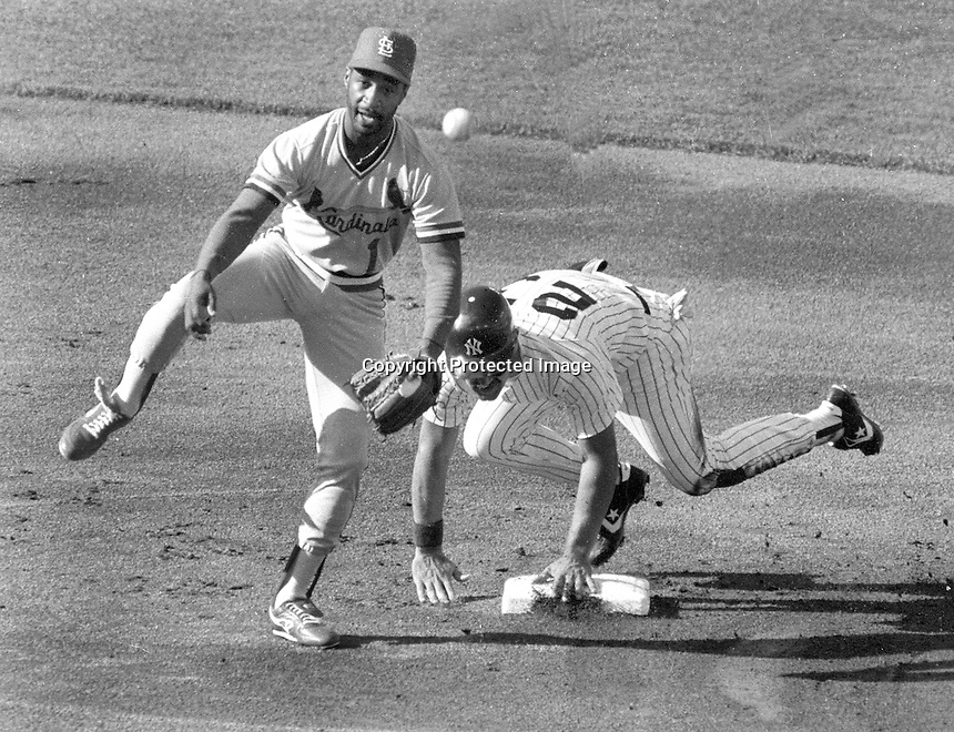 St. Louis Cardinals Ozzie Smith and Yankee Don Mattingly at 2nd base..during the 1987 All-Star game in Oakland. (photo/Ron Riesterer)