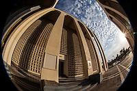 Museo, biblioteca y hemeroteca de la Universidad de Sonora.<br /> <br /> El Museo Regional de la Universidad de Sonora. Difunde a la comunidad sonorense el acervo arqueol&oacute;gico e hist&oacute;rico que resguarda en sus instalaciones, mediante la exposici&oacute;n de piezas que ofrecen una retrospectiva de la sociedad hermosillense y sonorense.<br /> El Museo biblioteca de la Universidad de Sonora una de las obras mas importantes de la arquitectura moderna en el Noroeste de M&eacute;xico.<br /> <br /> En el a&ntilde;o de 1957 abri&oacute; sus puertas al p&uacute;blico. En esa &eacute;poca, la ciudad de Hermosillo se hallaba en un proceso de crecimiento de calles y dem&aacute;s espacios urbanos y arquitect&oacute;nicos as&iacute; como en el fortalecimiento de su cultura
