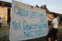 """Roma, 20 Luglio 2008 .Centro Sociale occupato """"Acrobax"""".Striscione in ricordo di Carlo Giuliani durante la partita di rugby.Rome.Social Centre busy Acrobax """".Banner in memory of Carlo Giuliani during the game of rugby"""