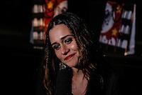 SAO PAULO, SP, 18 DE MARÇO DE 2013. SAO PAULO FASHION WEEK - PRIMAVERA/VERAO 2014 - CAVALERA - A atriz Alessandra Negrini  durante o desfile da marca Cavalera que fecha o primeiro dia de desfiles da São Paulo Fashion Week - verão 2014.  FOTO ADRIANA SPACA/BRAZIL PHOTO PRESS