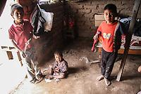 Casas de adobe sin un solo mueble, estufa, o refrigerados  es a lo mas que pueden aspirar  la mayoría de la población los grupos étnicos que llegan a hacentarse el el poblado como los Triqui, Zapotecos, mixtecos entre otros<br /> .<br /> Niños como Mari Cruz Lopez, Jose Angel, Marisol, Angel, daniel, jenifer y otros que ni siquiera saben como se llaman viven al dia en las polvorientas calles en su mayoria descalsos algunos sin educación alguna , otros  con enfermedades de la piel.