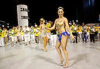 SÃO PAULO, SP, 10 DE FEVEREIRO DE 2012 - ENSAIO PERUCHE -  Danielle França durante ensaio técnico da Escola de Samba Peruche na preparação para o Carnaval 2012. O ensaio foi realizado na noite deste sabado 11 no Sambódromo do Anhembi, zona norte da cidade.FOTO ALE VIANNA - NEWS FREE