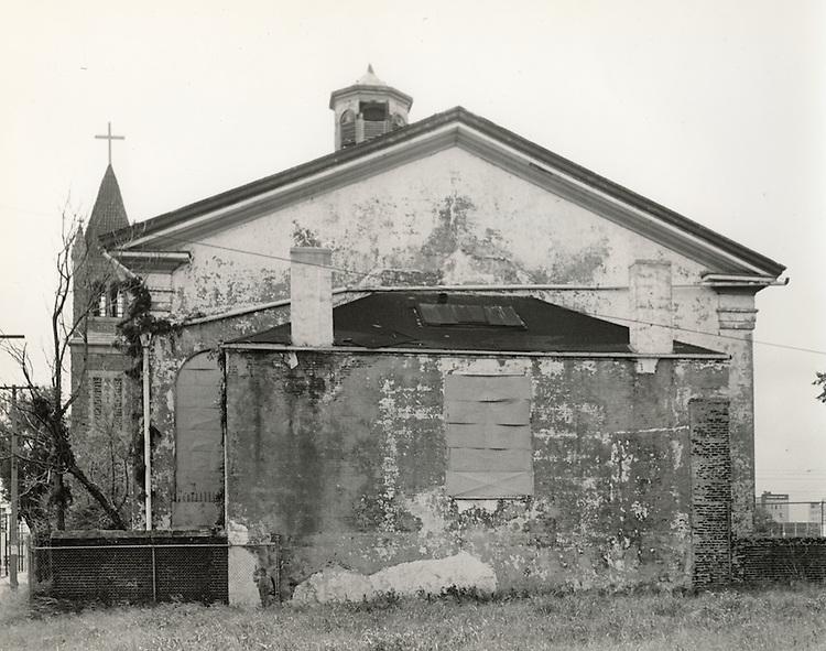 1964 September 01..Conservation.Downtown North (R-8)..Bank Street Baptist Church.501 Bank Street..VU Photos.NEG# 736.NRHA# 3222..