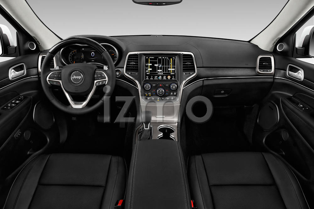 Stock photo of straight dashboard view of a 2018 Jeep Grand-Cherokee Summit 5 Door SUV