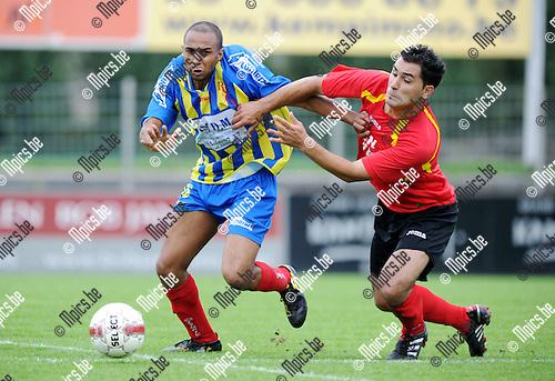 2011-08-14 / Seizoen 2011-2012 / Voetbal / Royal Kapellen Football Club - Sprimont-Comblain / Duel tussen Murat Ocak van Kapellen en Jinks Dimvula van Sprimont-Comblain..Foto: mpics