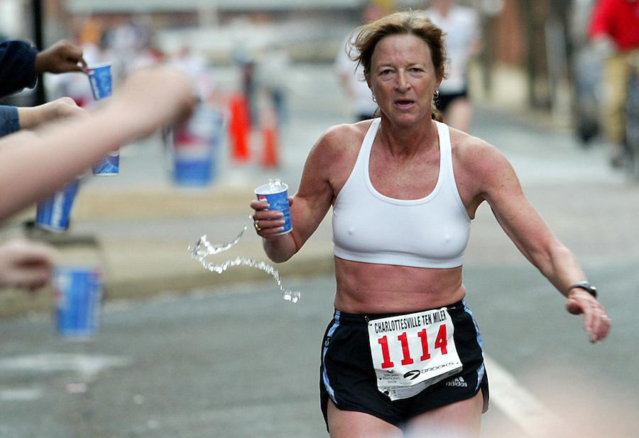 runner 10 mile race water exercise