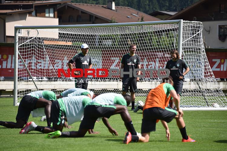 17.07.2015, Parkstadion, Zell am Ziller, AUT, TL Werder Bremen, Zell am Ziller, Zillertal 2015, <br /> <br /> im Bild<br /> <br /> Trainerteam Viktor Skripnik (Trainer Werder Bremen) <br /> Florian Kohfeldt (Werder Co Trainer)<br /> Torsten Frings (Co-Trainer Werder Bremen)<br /> beoachten die &Uuml;bung<br /> Foto &copy; nordphoto / Kokenge