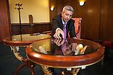 Dan Diaconescu nach einer Pressekonferenz im Bukarester Hotel Intercontinental. Diaconescu ist Inhaber und Moderator beim Trash-Ferensehsender OTV, will Staatspraesident werden und blieb Meistbieter bei der Privatisierung von Oltchim, dem groessten Chemieunternehmen Rumaeniens, jedoch ohne den Kaufpreis zu zahlen. / Dan Diaconescu after a press conference at the Intercontinental Hotel in Bucharest. Diaconescu owns and hosts talkshows at OTV, a trash channel, wants to run for president for his People's Party, won the privatisation auction for Oltchim, the biggest chemical plant in Romania, but failed to pay.