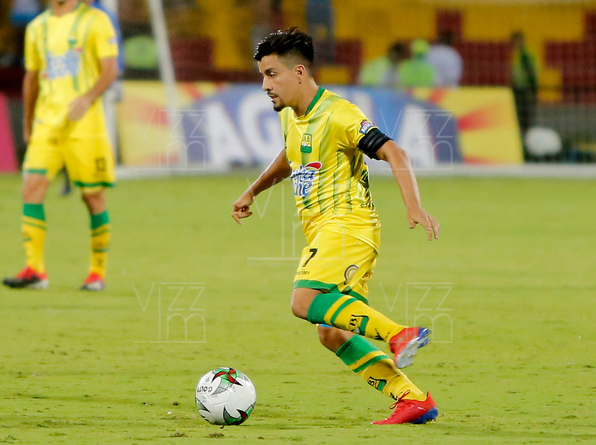BUCARAMANGA - COLOMBIA, 16-04-2019: Sherman Cardenas de Bucaramanga en acción durante partido por la fecha 16 de la Liga Águila I 2019 entre Atlético Bucaramanga y Once Caldas jugado en el estadio Alfonso López de la ciudad de Bucaramanga. / Sherman Cardenas of Bucaramanga in action during match for the date 16 of the Liga Aguila I 2019 between Atletico Bucaramanga and Once Caldas played at the Alfonso Lopez stadium of Bucaramanga city. Photo: VizzorImage / Oscar Martinez / Cont