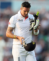 Kevin Pietersen of England walks off after losing his wicket - England vs Australia - 5th day of the 5th Investec Ashes Test match at The Kia Oval, London - 25/08/13 - MANDATORY CREDIT: Rob Newell/TGSPHOTO - Self billing applies where appropriate - 0845 094 6026 - contact@tgsphoto.co.uk - NO UNPAID USE