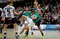 EMMEN - Handbal, E&O - Houten, Oosting Arena, Eredivisie Heren,  11-11-2017,  Rick Wielge legt aan voor een sprongworp