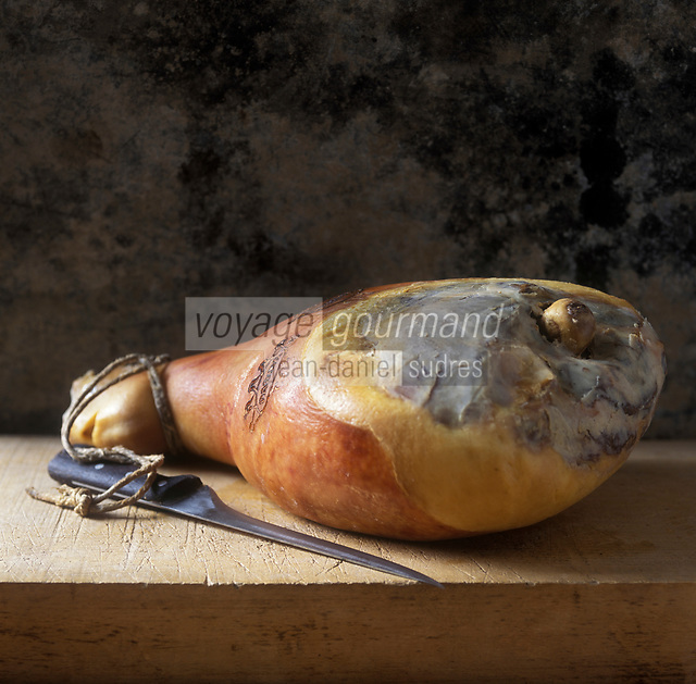 Europe/Italie/ Parme: Le Jambon de Parme  // Europe, Italy, Parma:  Parma ham<br /> - Stylisme : Valérie LHOMME