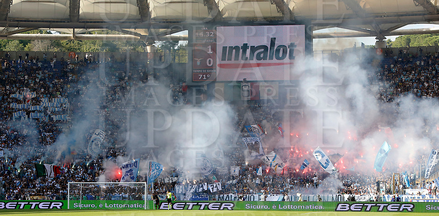 Calcio, Serie A: Roma vs Lazio. Roma, stadio Olimpico, 22 settembre 2013.<br /> Lazio fans react during the Italian Serie A football match between AS Roma and Lazio, at Rome's Olympic stadium, 22 September 2013.<br /> UPDATE IMAGES PRESS/Riccardo De Luca
