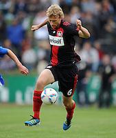 FUSSBALL   1. BUNDESLIGA   SAISON 2011/2012   TESTSPIEL Bayer 04 Leverkusen - Rangers FC                       13.07.2011 Simon ROLFES (Bayer 04 Leverkusen) Einzelaktion am Ball