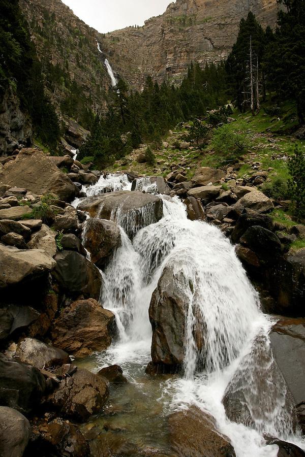 Canyon d'Ordesa, cascade de Cotatuero. Pyrénées centrales. Parc national D'ordesa et du Mont Perdu. Patrimoine mondial de l'Unesco. Espagne.The Spanish Pyrenees. Spain.