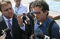SAO PAULO, SP, 18 DE JANEIRO 2013 - JULGAMENTO GIL RUGAI - Léo Rugai, irmão do acusado Gil Rugai, chega ao Fórum Criminal da Barra Funda, na zona oeste de São Paulo, nesta segunda-feira (18). Gil é acusado de matar o pai, Luiz Carlos Rugai, e a madrasta, Alessandra de Fátima Troitino, em 28 de março de 2004, e deve ir a júri popular hoje.FOTO: MAURICIO CAMARGO - BRAZIL PHOTO PRESS.