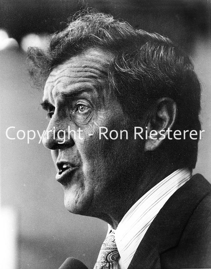 Maine Sen. Edmund Muskie running for President in 1971. (photo 1971/Ron Riesterer)
