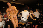 HEN PARTY, MALE STRIPPER BRIAN JASON, AKA 'KING DICK', PERFORMING IN THE DUKE OF CAMBRIDGE PUB, SOUTH LONDON. 1980S. Its a girls night out Hen Party.