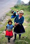 Popula&ccedil;&atilde;o ind&iacute;gena da Cordilheira dos Andes, Equador.<br /> Foto de Juca Martins.<br /> Data: 1997.