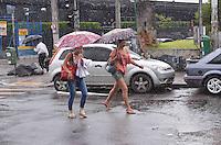 SAO PAULO, 26 DE FEVEREIRO DE 2013. - CLIMA TEMPO SP - Chuva atinge o bairro da Barra Funda, regiao oeste da capital, na tarde desta terca feira, 26. (FOTO: ALEXANDRE MOREIRA / BRAZIL PHOTO PRESS)