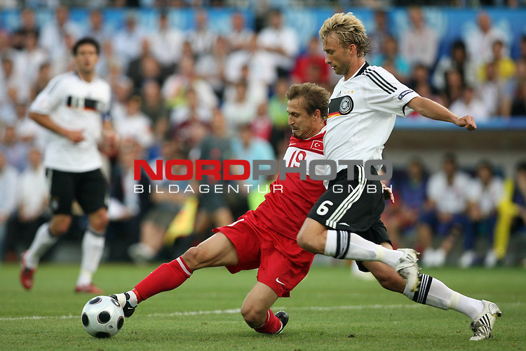 UEFA Euro 2008 Semi-Finals Match 29 Basel - St. Jakob-Park. Deutschland ( GER ) - T&uuml;rkei ( TUR ). <br /> Simon Rolfes ( Germany / Mittelfeldspieler / Midfielder / Bayer 04 Leverkusen #06 ) (r) im Kampf um den Ball mit Ayhan Akman ( T&uuml;rkei / Mittelfeldspieler / Midfielder / Galatasaray Istanbul #19 ) (l).<br /> Foto &copy; nph (  nordphoto  )