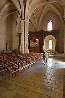Interieur de la basilique romane Saint-Sauveur (XIIe siecle)