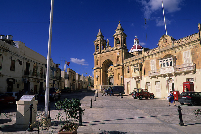 MALTA, FISHING VILLAGE OF MARSAXLOKK, CHURCH