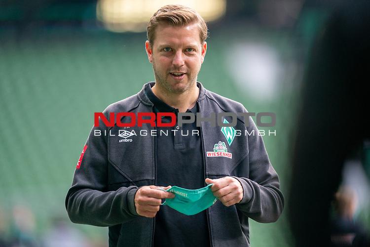 Florian Kohfeldt (Trainer SV Werder Bremen) mit CORONA Gesichtsmaske<br /> <br /> Sport: Fussball: 1. Bundesliga: Saison 19/20: <br /> 26. Spieltag: SV Werder Bremen vs Bayer 04 Leverkusen, 18.05.2020<br /> <br /> <br /> Foto ©  gumzmedia / Nordphoto / Andreas Gumz / POOL <br /> <br /> Nur für journalistische Zwecke! Only for editorial use!<br />  DFL regulations prohibit any use of photographs as image sequences and/or quasi-video.