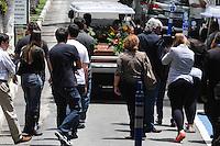 SAO PAULO.-SP) 22 DE JANEIRO 2013 CIDADES -COTIDIANO.PILOTO HELICOPTERO- O corpo do piloto de helicóptero Marcelo Estella de Mello Ribeiro, de 29 anos, e enterrado no Cemitério Gethsêmani, no bairro do Morumbi, na Zona Sul . SP ADRIANO LIMA / BRAZIL PHOTO PRESS).
