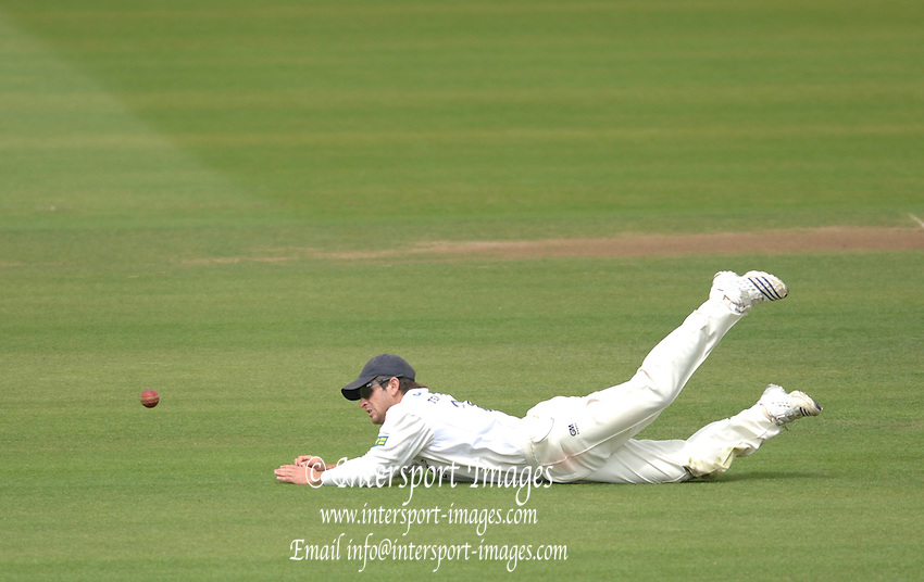 London, GREAT BRITAIN, Ryan TEN DOESCHATE dives to his right to stop the driven ball, during the Liverpool Victoria Div 2 County championship match between  Middlesex vs Essex, at Lord's Cricket Ground, England on the 3rd days play.  Sun 17.06.2007  [Mandatory Credit: Peter Spurrier/Intersport-images].....