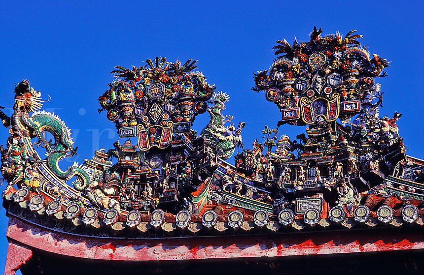 Malaysia. Penang.  Georgetown.  Detail of the roof of the Khoo Kongsi Clan House, Chinese Buddhist temple.  Built by the Khoo clan from Fukien as a meeting hall and place of worship..
