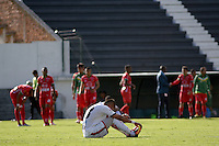 TUNJA -COLOMBIA, 22-10-2016. Un jugador de Fortaleza CEIF lamenta el resultado después del partido contra Patriotas FC por la fecha 17 de la Liga Águila II 2016  realizado en el estadio La Independencia de Tunja./ A player of Fortaleza CEIF laments the result of the game after match against Patriotas FC for the date 17 of Aguila League II 2016 played at La Independencia stadium in Tunja. Photo: VizzorImage/César Melgarejo/Cont