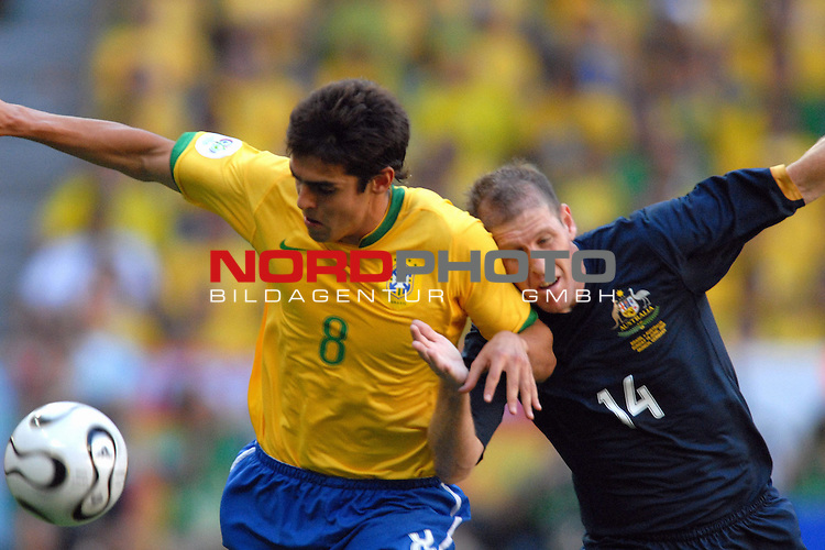 FIFA WM 2006 -  Gruppe F Vorrunde ( Group F )<br /> <br /> Play    #27 (18-Jun) - Brazil vs Australia<br /> <br /> Kaka (BRA) im Zweikampf mit Scott Chipperfield (AUS)<br /> <br /> <br /> <br /> Foto &copy; nordphoto