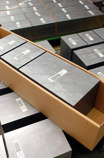 Solarworld AG / Deutsche Solar AG<br /> Siliziumbloecke, Ausgangsmaterial fuer die Siliziumwafer, die fuer die Stromgewinnung durch Solarmodule benoetigt werden. Die Bloecke werden in hauchduenne Scheiben geschnitten, die dann weiter verarbeitet werden.<br /> 6.3.2006, Freiberg/Sachsen<br /> Copyright: Christian-Ditsch.de<br /> [Inhaltsveraendernde Manipulation des Fotos nur nach ausdruecklicher Genehmigung des Fotografen. Vereinbarungen ueber Abtretung von Persoenlichkeitsrechten/Model Release der abgebildeten Person/Personen liegen nicht vor. NO MODEL RELEASE! Nur fuer Redaktionelle Zwecke. Don't publish without copyright Christian-Ditsch.de, Veroeffentlichung nur mit Fotografennennung, sowie gegen Honorar, MwSt. und Beleg. Konto: I N G - D i B a, IBAN DE58500105175400192269, BIC INGDDEFFXXX, Kontakt: post@christian-ditsch.de<br /> Bei der Bearbeitung der Dateiinformationen darf die Urheberkennzeichnung in den EXIF- und  IPTC-Daten nicht entfernt werden, diese sind in digitalen Medien nach &sect;95c UrhG rechtlich geschuetzt. Der Urhebervermerk wird gemaess &sect;13 UrhG verlangt.]