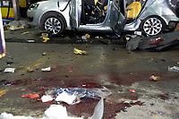 SÃO GONÇALO, RJ, 08.03.2017 - EXPLOSÃO-RJ - Um veículo explodiu quando realizava abastecimento de GNV no posto Ipiranga, situado na Rua José Mendonça de Campos 1335, no Colubandê, São Gonçalo, RJ. Com a exploração o veículo ficou completamente destruído, deixando uma vítima fatal e três feridos neste sábado, 08. (Foto: Clever Felix/Brazil Photo Press)