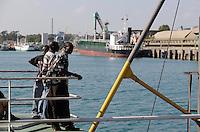 KENYA Mombasa, cargo ships in seaport / KENIA Mombasa, Handelsschiffe im Seehafen, Blick von einem Faehrschiff