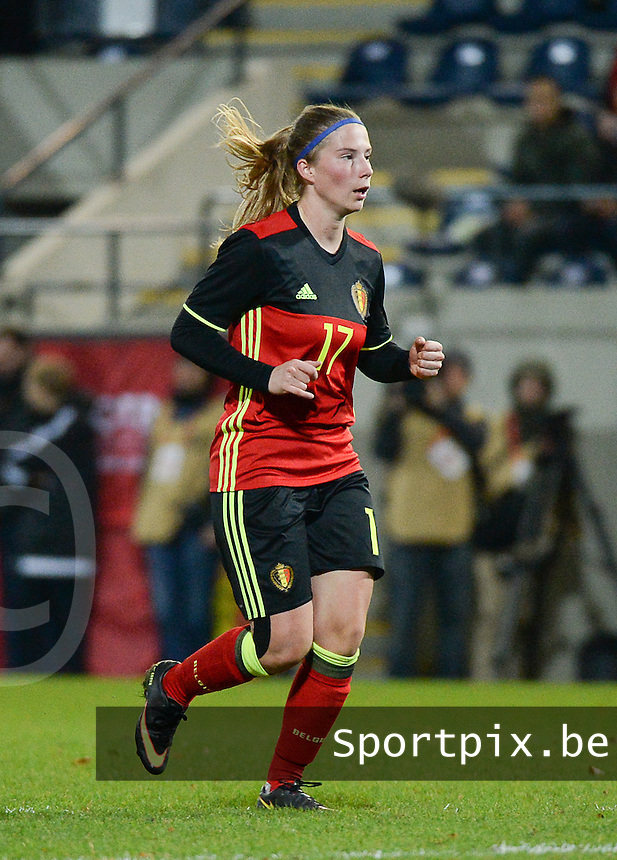 20161124 - LEUVEN ,  BELGIUM : Belgian Jana Coryn  pictured during the female soccer game between the Belgian Red Flames and The Netherlands , a friendly game before the European Championship in The Netherlands 2017  , Thursday 24 th November 2016 at Stadion Den Dreef  in Leuven , Belgium. PHOTO SPORTPIX.BE | DIRK VUYLSTEKE