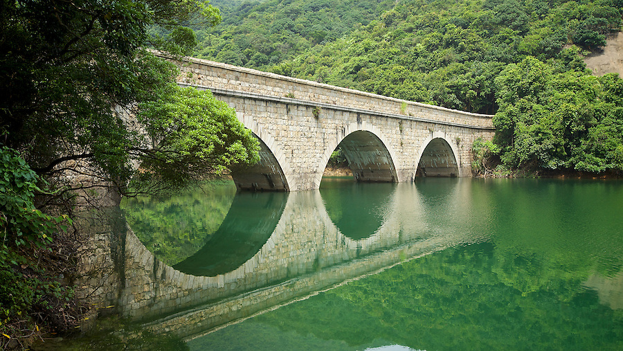The fourth and final masonry bridge on the Tai Tam Tuk Reservoir (moving down the trail), Tai Tam Group of Reservoirs.<br />