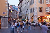 France, Haute-Savoie (74), Anneçy, ambiance un soir d'été dans la vieille ville // France, Haute-Savoie, Anneçy, atmosphere on a summer evening in Old Town