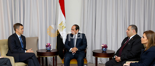 Egypt's President Abdel Fattah al-Sisi meets with chief executive of British Gas Group Helge Lund, in London on November 5, 2015. Photo by Egyptian President Office