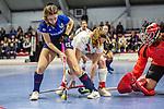 Merle Knobloch #22 of Mannheimer HC beim Spiel der Hockey Bundesliga Damen, TSV Mannheim (hell) - Mannheimer HC (dunkel).<br /> <br /> Foto © PIX-Sportfotos *** Foto ist honorarpflichtig! *** Auf Anfrage in hoeherer Qualitaet/Aufloesung. Belegexemplar erbeten. Veroeffentlichung ausschliesslich fuer journalistisch-publizistische Zwecke. For editorial use only.