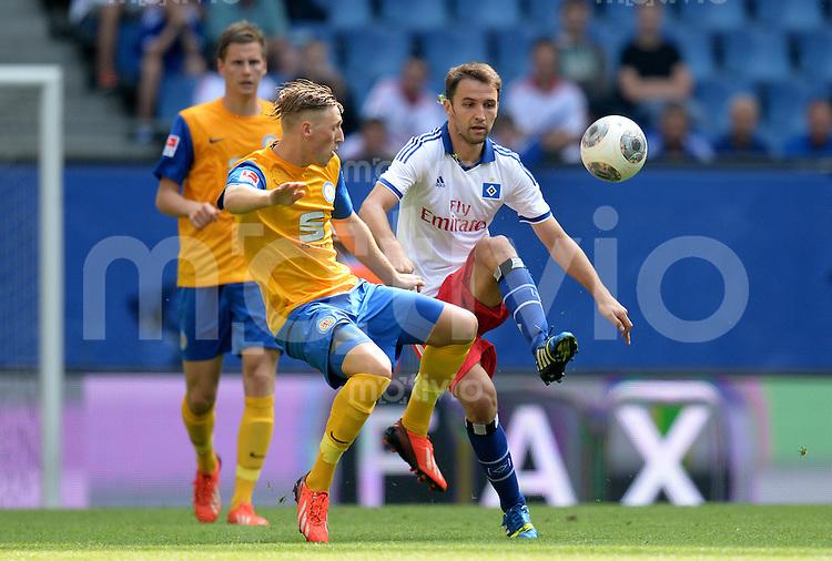 FUSSBALL   1. BUNDESLIGA   SAISON 2013/2014   NORDCUP  Hamburger SV - Eintracht Braunschweig             13.07.2013 Bjoern Kluft (li, Braunschweig) gegen Milan Badelj (Hamburger SV)