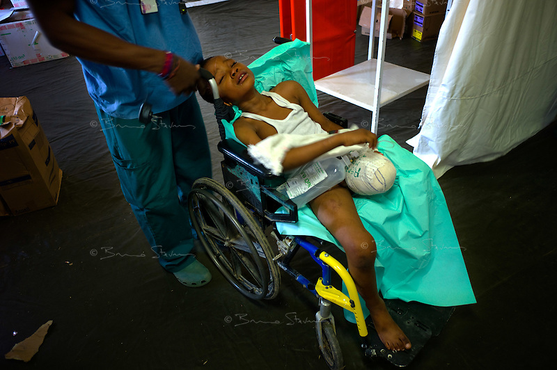 Port Au Prince, Haiti, Jan 27 2010.MSF France has set up a 180 beds field hospital in Delmas 33, featuring two surgical units, it will operate for a year..