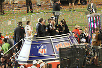 Teambesitzer Tom Benson und Head Coach Sean Payton (Saints) mit der Vince-Lombardi-Troph&auml;e<br /> Super Bowl XLIV: Indianapolis Colts vs. New Orleans Saints *** Local Caption *** Foto ist honorarpflichtig! zzgl. gesetzl. MwSt. Auf Anfrage in hoeherer Qualitaet/Aufloesung. Belegexemplar an: Marc Schueler, Alte Weinstrasse 1, 61352 Bad Homburg, Tel. +49 (0) 151 11 65 49 88, www.gameday-mediaservices.de. Email: marc.schueler@gameday-mediaservices.de, Bankverbindung: Volksbank Bergstrasse, Kto.: 52137306, BLZ: 50890000
