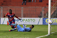 PASTO -COLOMBIA, 14-03-2018: Edinson Toloza jugador del Deportivo Pasto pierde una opción de gol frente a Diego Martinez arquero de Patriotas Boyaca durante partido por la fecha 8 de la Liga Águila II 201/ jugado en el estadio La Libertad de Pasto. / Edinson Toloza player of Deportivo Pasto lost an opportunity of goal  in front of Diego Martinez goalkeeper of Patriotas Boyaca during match for the date 8 of Aguila League II 2018 played at La Libertad stadium in Pasto. Photo: VizzorImage / Leonardo Castro / Cont