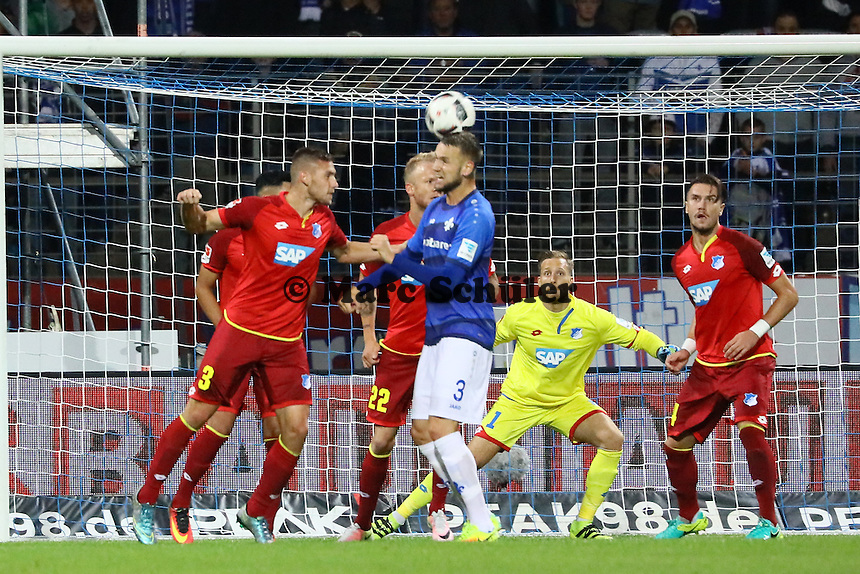 Kopfballchance Alexander Milosevic (SV Darmstadt 98) - SV Darmstadt 98 vs. TSG 1899 Hoffenheim, Johnny Heimes Stadion am Boellenfalltor