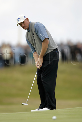 18 July 2004: South African golfer ERNIE ELS (RSA) putts on the 4th green during the final round of The Open Championship, Royal Troon, Scotland. Photo: Glyn Kirk/Action Plus....golf golfers 040718 putter putting putt
